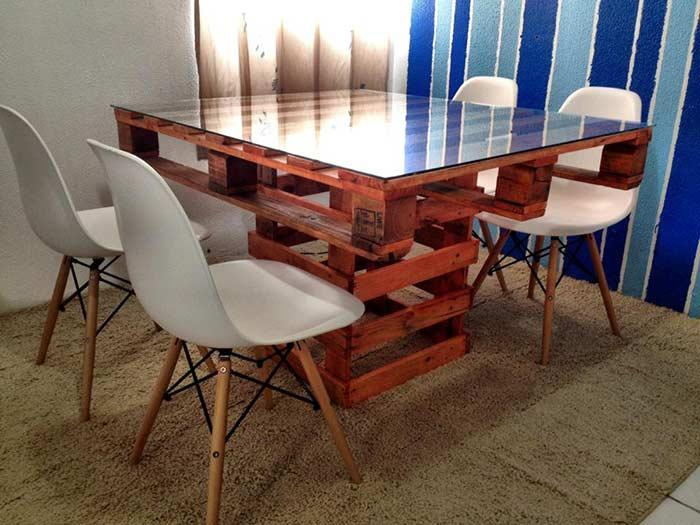 Table completely made with pallet wood