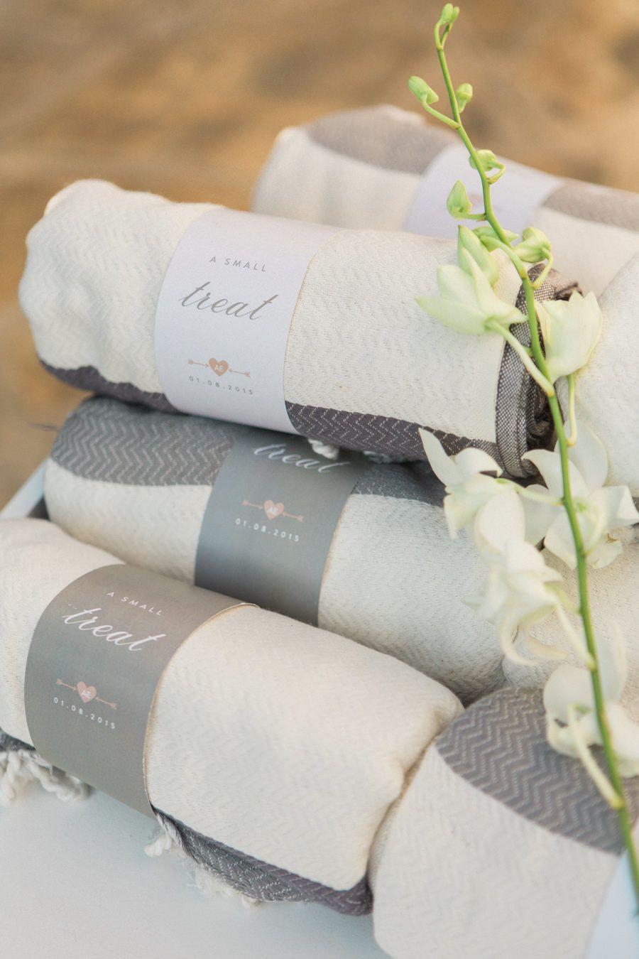Blankets as a souvenir for weddings during the winter