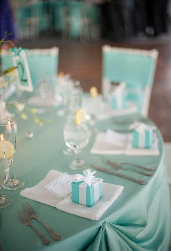 Details of Tiffany blue table decoration