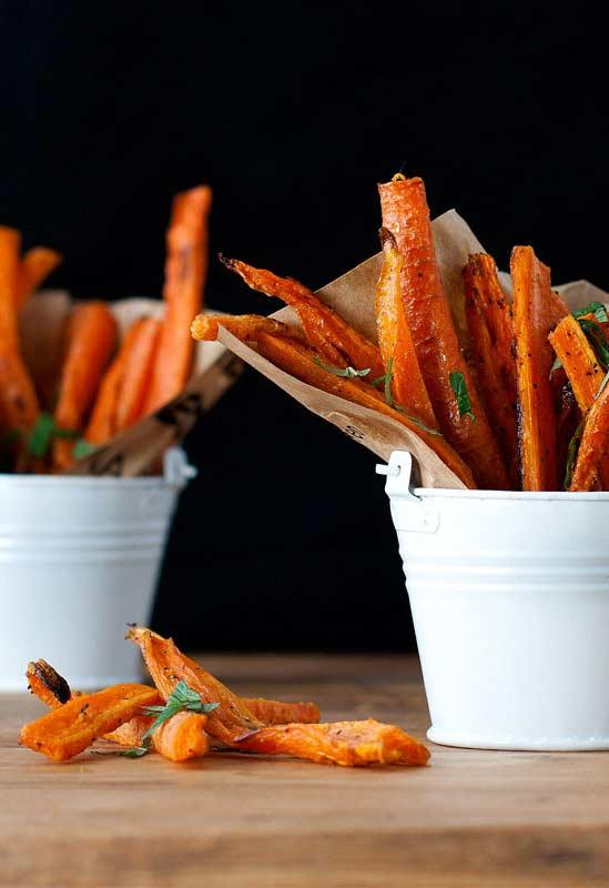 Carrots fried as a snack