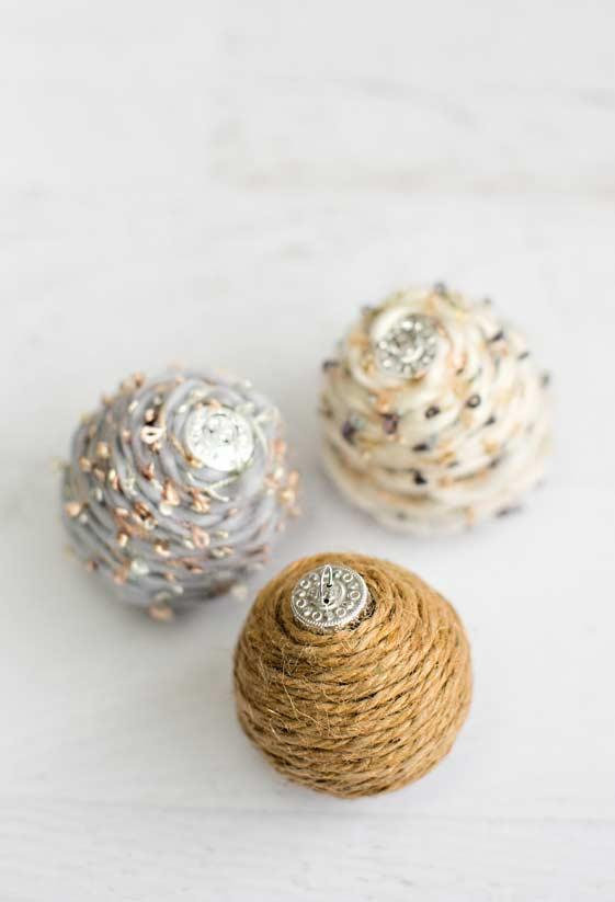 Christmas balls with string and wool