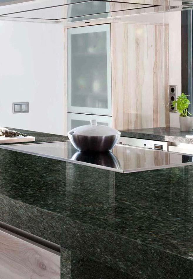 Kitchen counter with granite verde Ubatuba