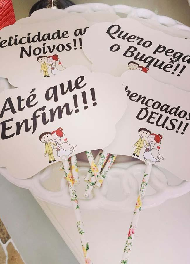 Figure of nuns accompanying the wedding signs of this wedding