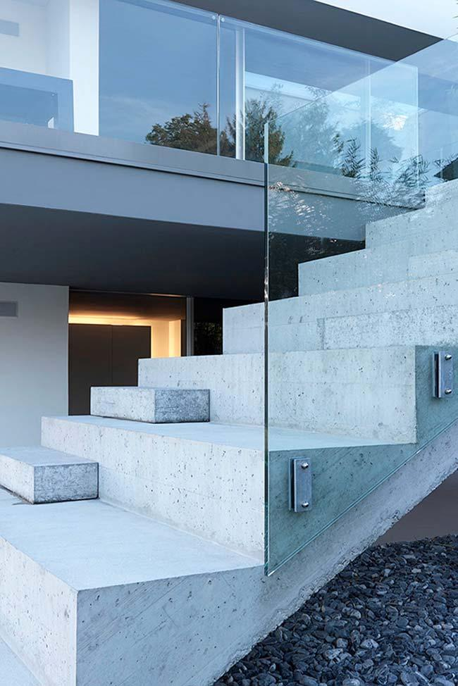Steps with different heights in the concrete ladder