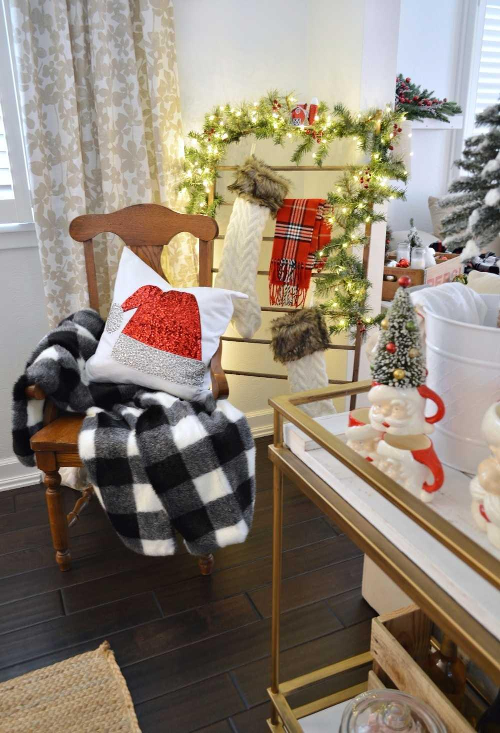 Christmas Cushions: 60 Decorating Ideas and How to Make 28