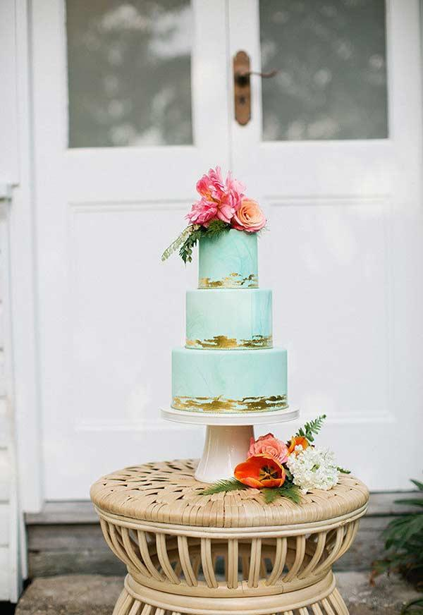 Tiffany blue and gold in the decoration