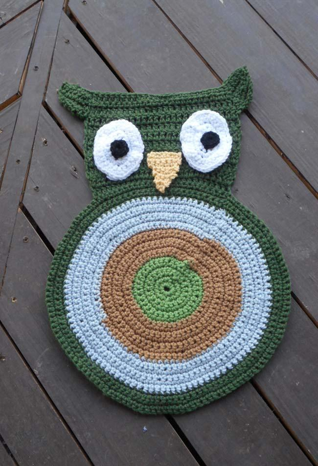 Small carpet with simple owl