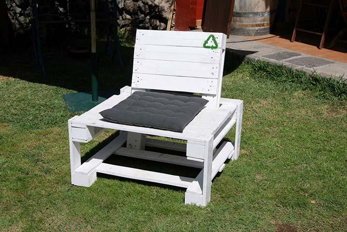 White and simple pallet armchair