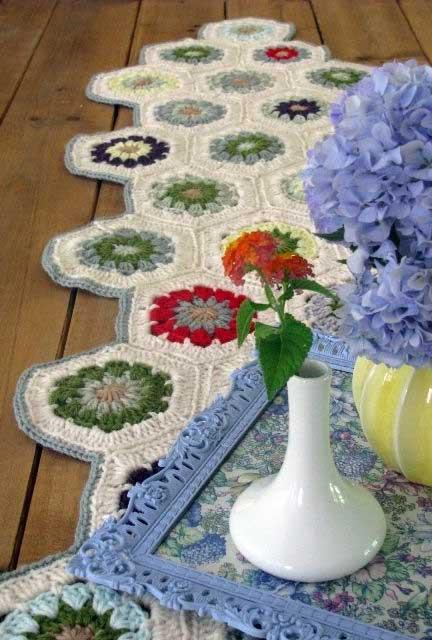 All the charm of crochet flowers