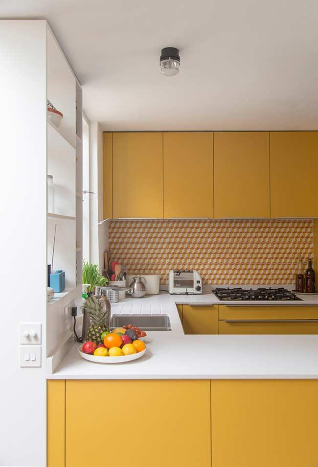 Kitchen with strong yellow tone