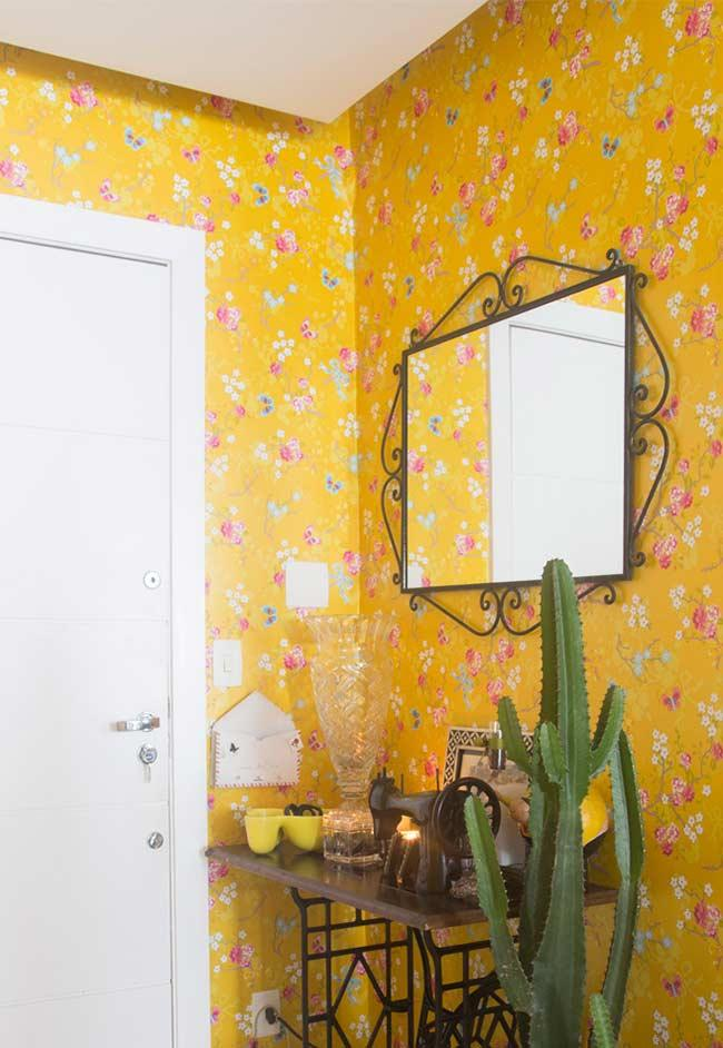 Decoration with floral wallpaper based on yellow color