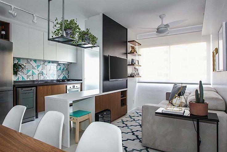 Small decorated room integrated to the American kitchen