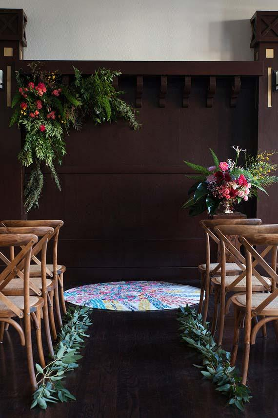 Simple arrangements of flowers and branches of leaves decorate the ceremony of this marriage