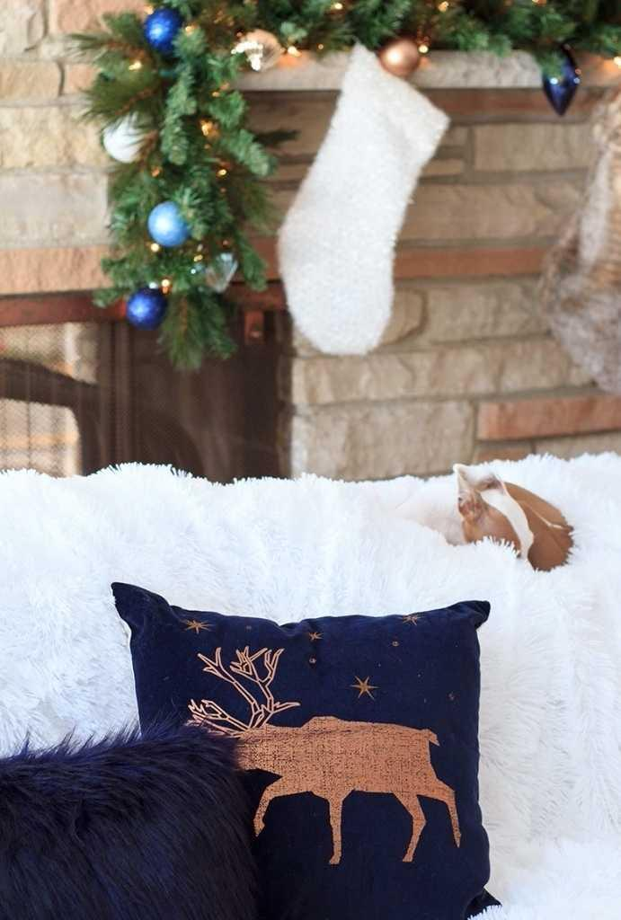 Christmas Cushions: 60 Decorating Ideas and How to Make 21