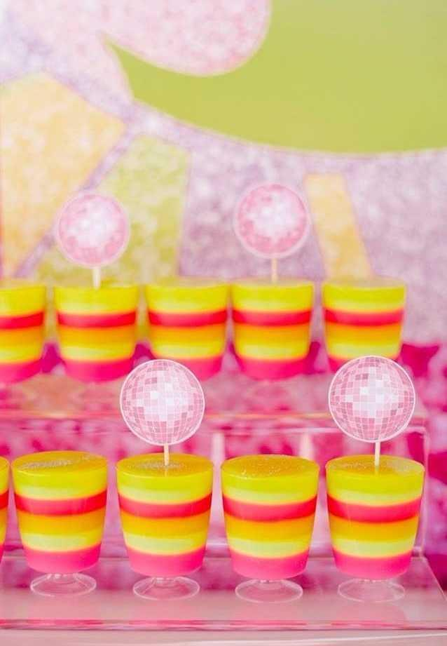 Festa Neon: 60 decorating ideas and photos of theme 43