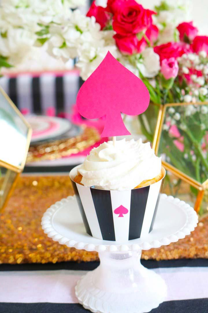 Cupcake with Alice's Theme in Wonderland