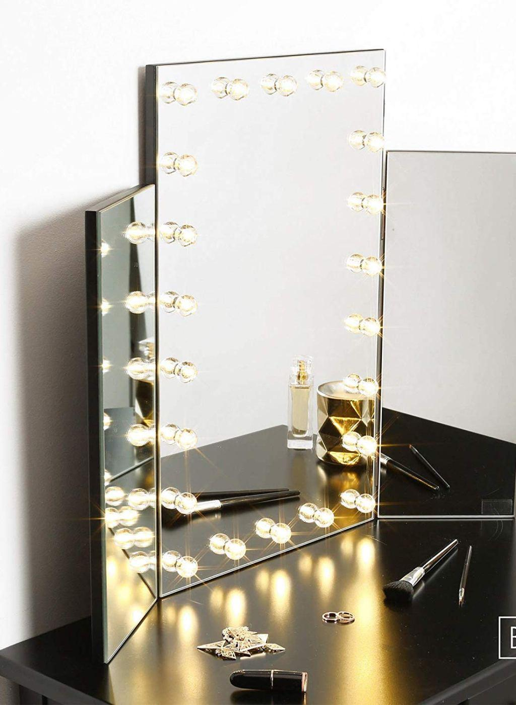 Dressing table Dressing table with mirror supported on bench
