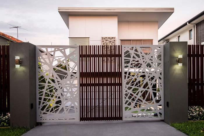 Residence with iron gate