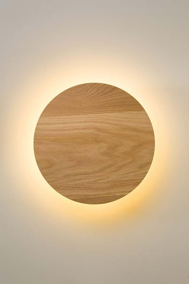 Simple and circular wood luminaire