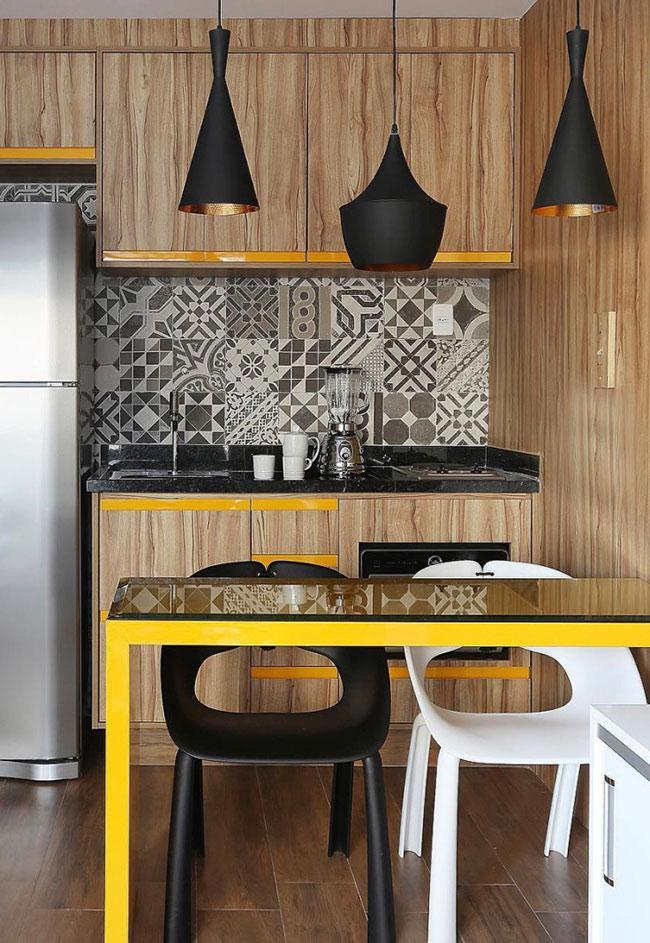 Black and yellow: a union of modernity in the kitchen