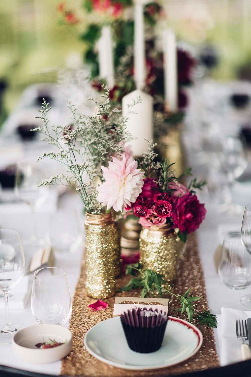 Golden wedding decoration: 60 ideas with photos to inspire 47