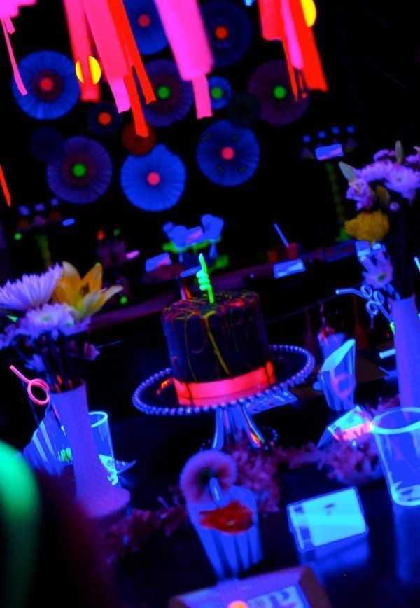 Festa Neon: 60 decorating ideas and photos of theme 44