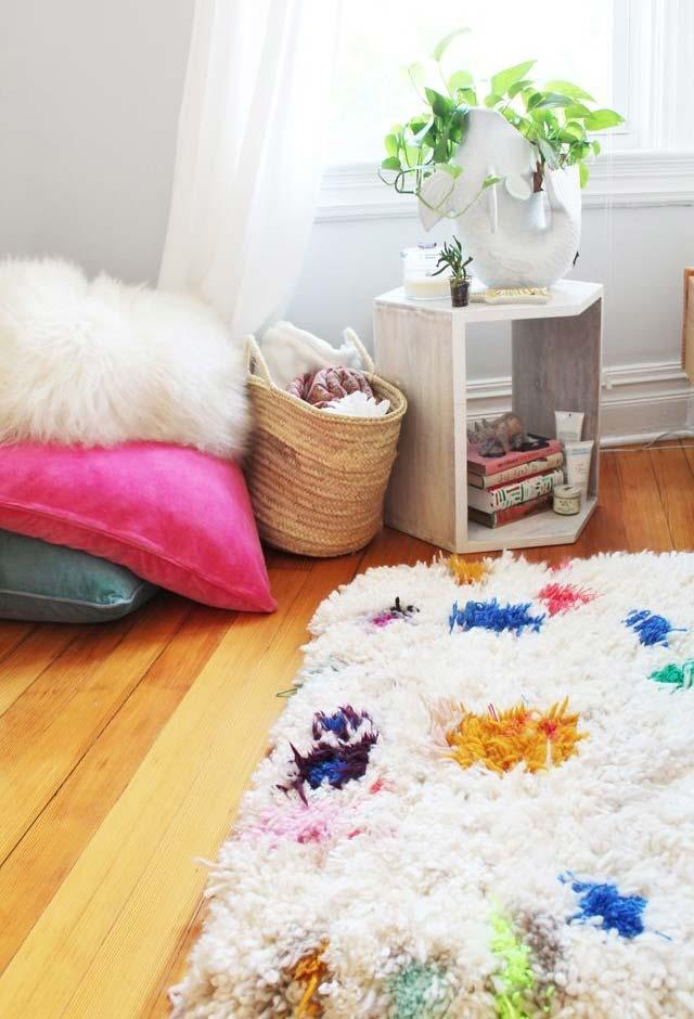 Colorful details on the rug