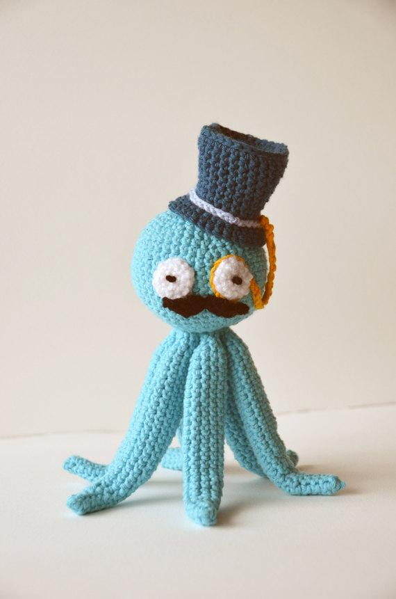 Crochet octopus full of charm and style