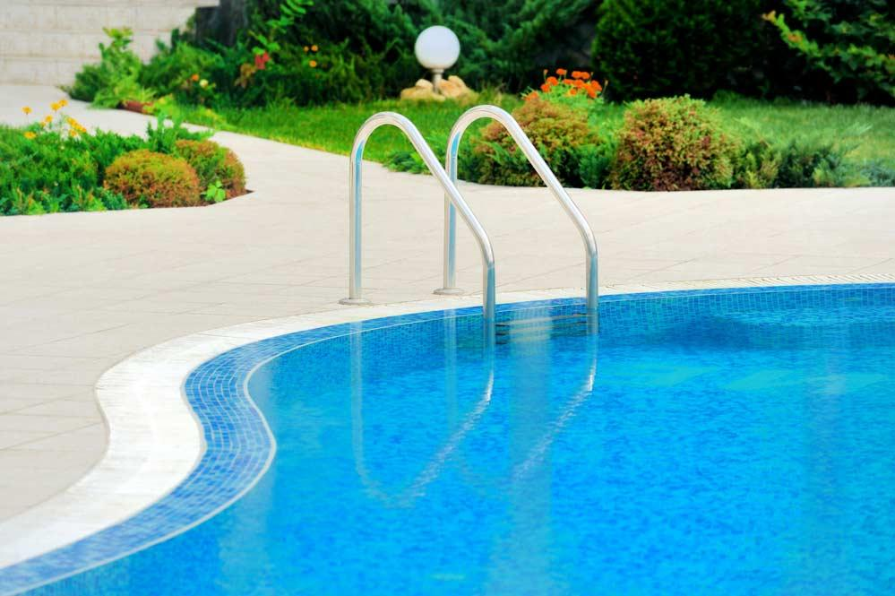 How to clean pool: outside area