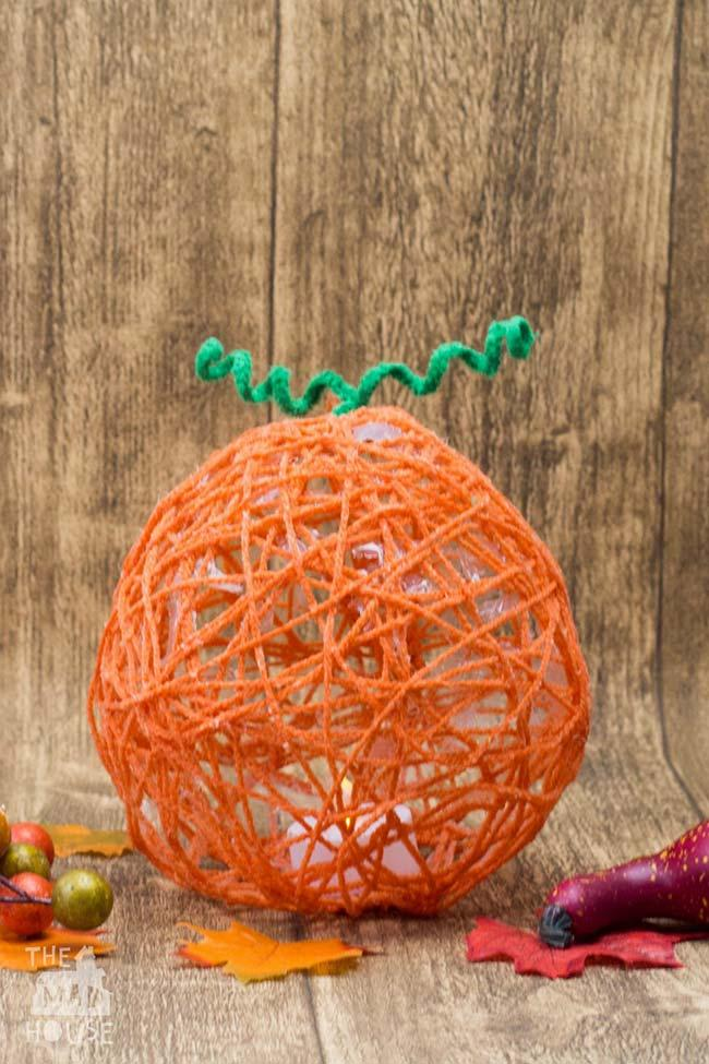Dome of string imitating carrot
