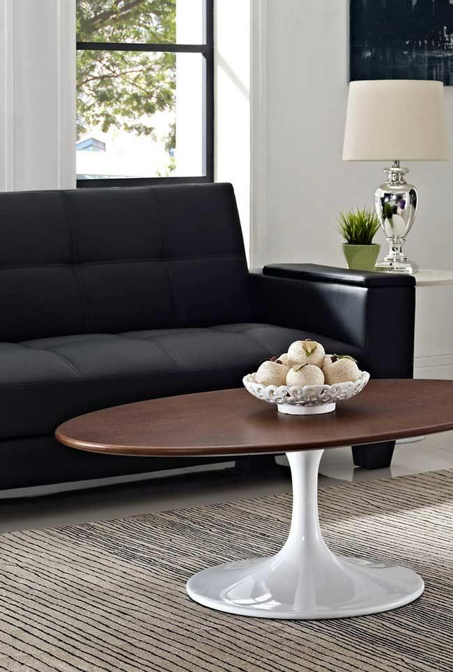 Environment with black sofa and natural elements