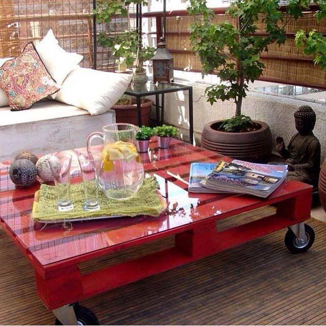 Red pallet table