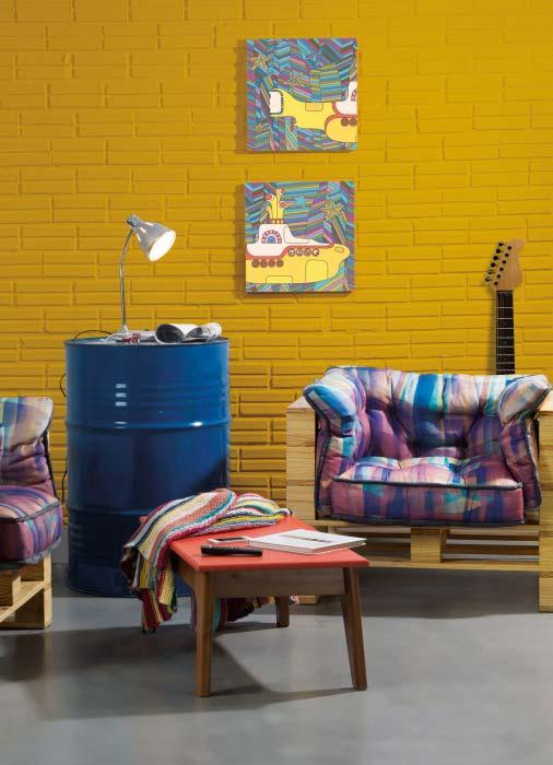 Pallet armchair in the modern living room