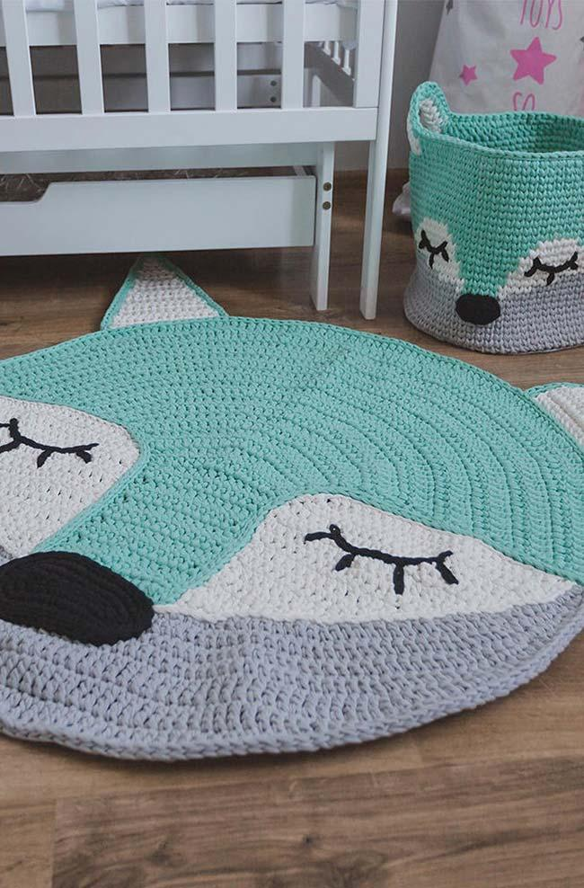 Basket set and round crochet rug