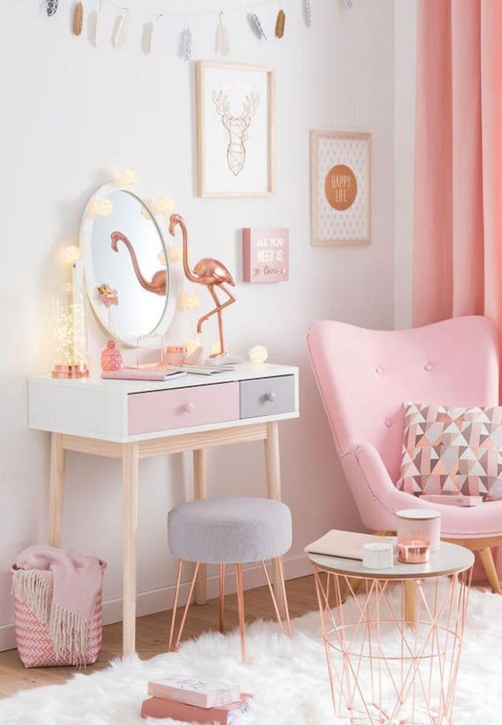 Comforter dressing room follows the decor of pastel shades from the rest of the room