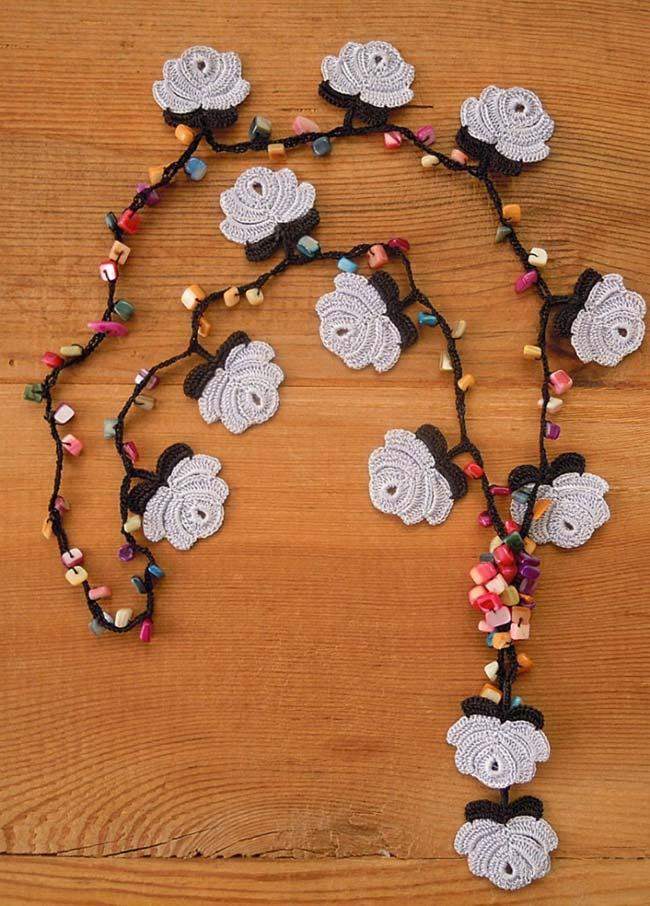 Beads and crochet roses necklace
