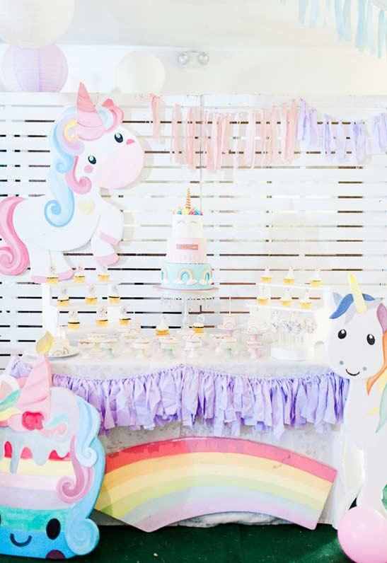 Decoration with wood for unicorn party