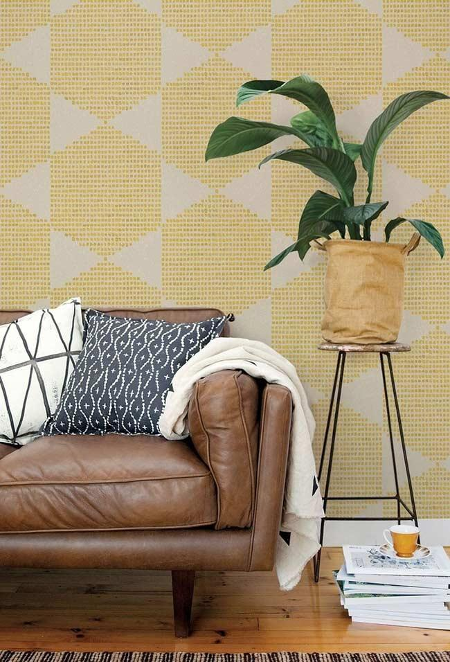 Wallpaper textured with yellow