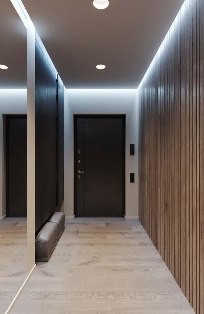 At the entrance of the house, the indirect lighting of the lining receives residents and visitors