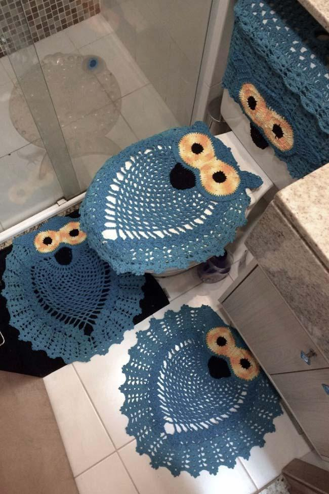 All blue in this owl bathroom set