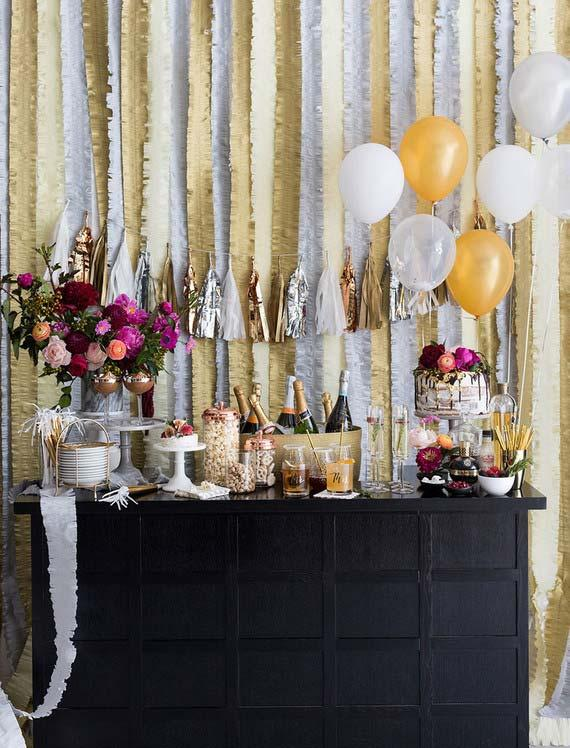 Wedding at home: a unique table for the bar, the cake and the sweets