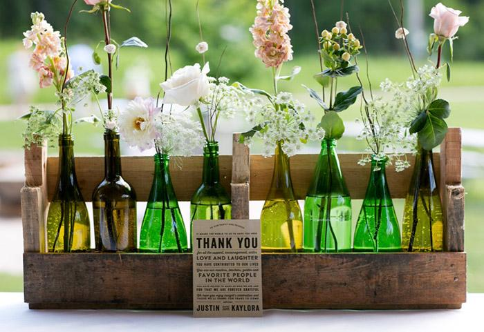 Flowery bottle for your guests