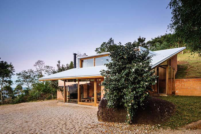 Country house with thermoacoustic roof