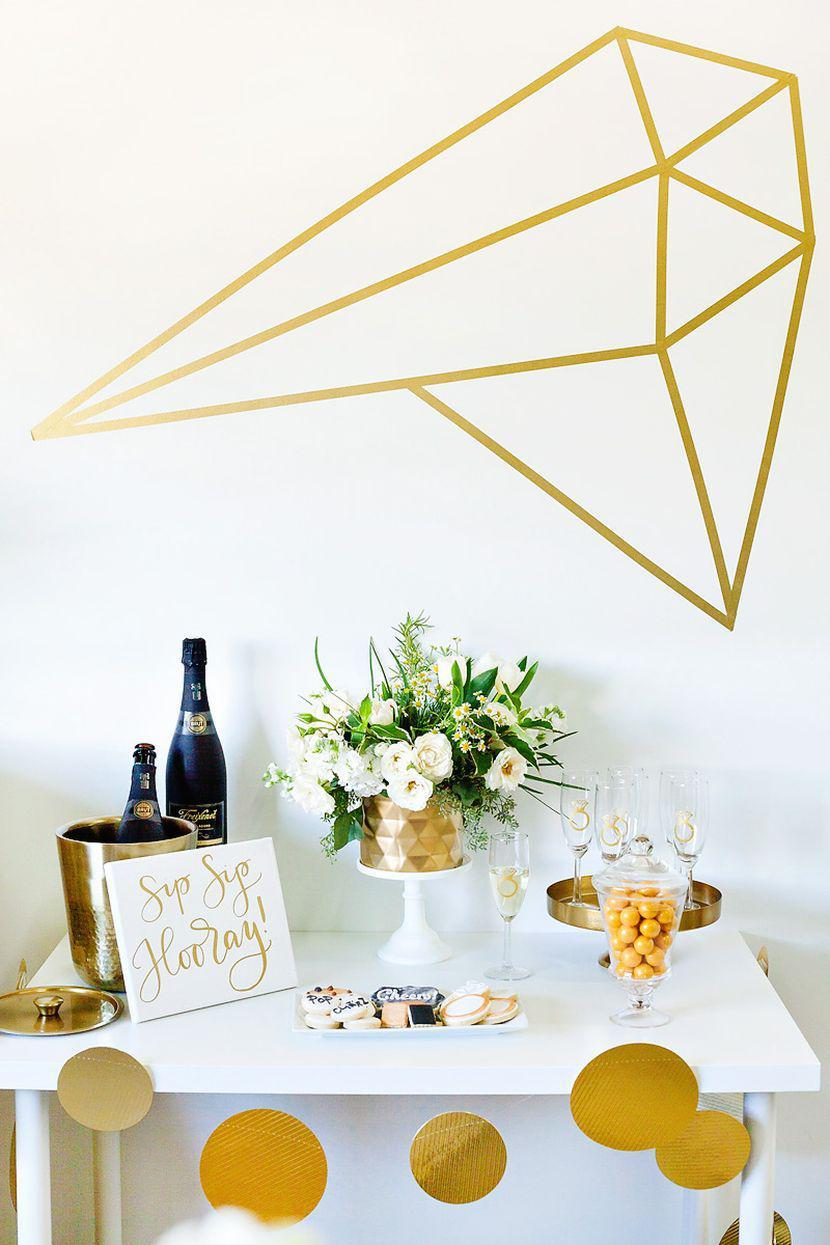 White and gold is the color chosen for this simple engagement party