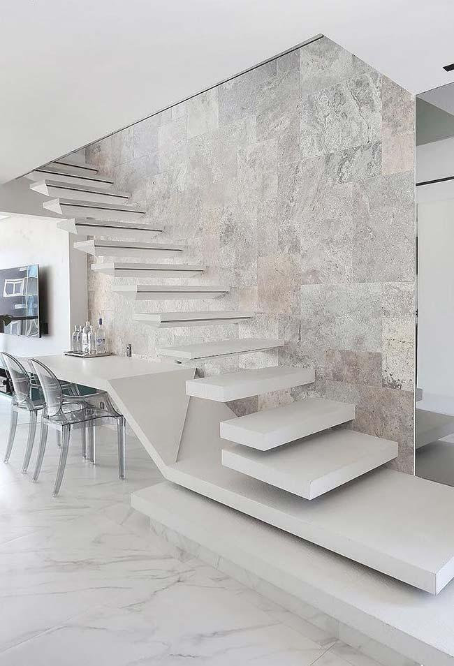 Marbled effect of satin porcelain made this dining room pure luxury
