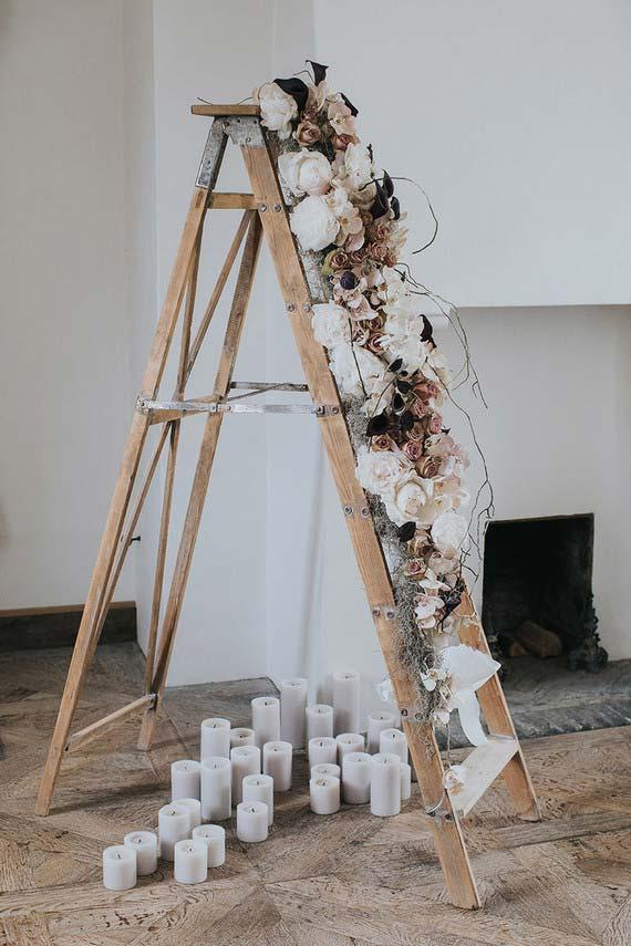 Wedding at home: dried flowers, candles and a ladder