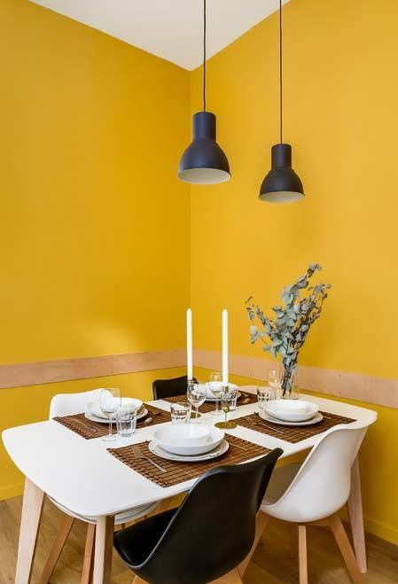 Shades of yellow, white and black in the decoration