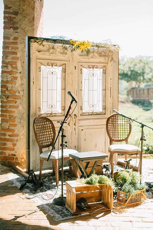 Home wedding: voice and guitar guarantee the music and party fun