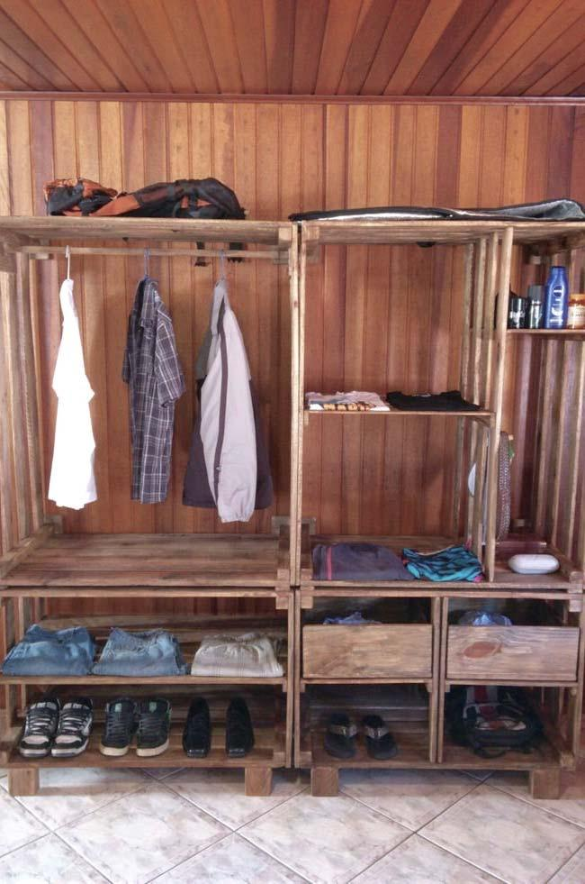 Wooden lining and pallet wardrobe