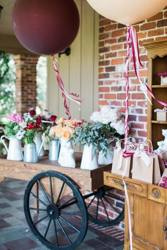 On the porch of the house are the souvenirs of this wedding at home